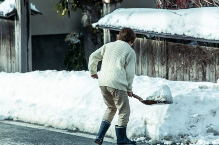 雪かき 画像